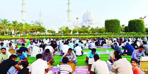 """প্রতিদিন ৩৫ হাজার মানুষের ফ্রি ইফতার আবুধাবি """"শেখ জায়েদ মসজিদে"""""""